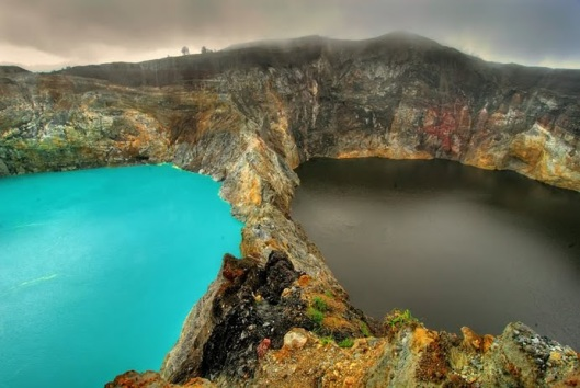 Lake-Kelimutu-Flores-Indonesia-photo-1